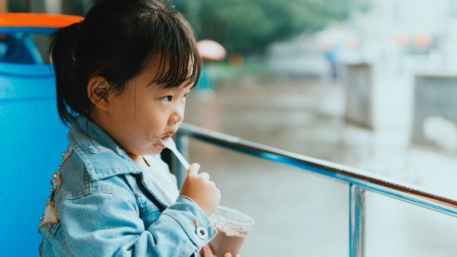 Young child eating a pudding cup. Photo by sklei from Pexels